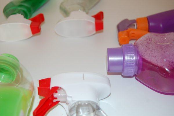 Przemysłowe środki czystości – czy to wszystko, czego potrzeba, by zapewnić czystość?